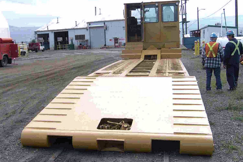 Low-bed Rail Equipment Mover